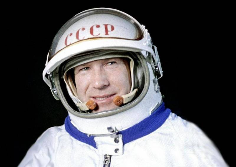 Человек в открытом космосе. 85 лет Алексею Леонову