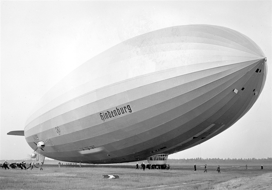 the demise of the hindenburg the last great passenger zeppelin Photos: the hindenburg disaster the german zeppelin hindenburg bursts into flames as it noses toward the mooring post at the.