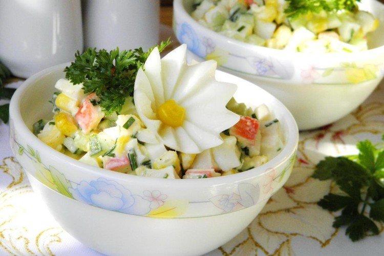 Крабовый салат с картошкой