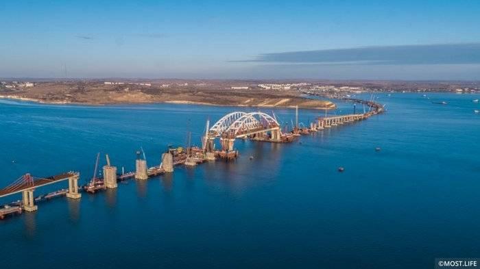 Пролеты Крымского моста соединили с аркой