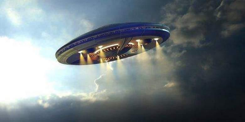 Интересный НЛО попал на камеру ночного видения