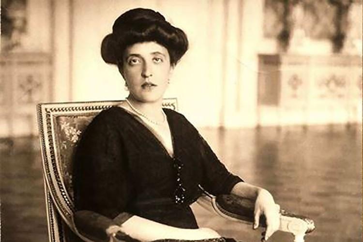К 18 годам Адель вышла замуж за сахарозаводчика-монополиста Фердинанда Блоха.