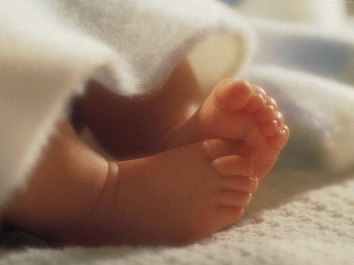 Женщина бросила своего новорожденного ребенка с ее пожилыми родителями и сестрой-подростком. Как они отреагировали на это – удивите