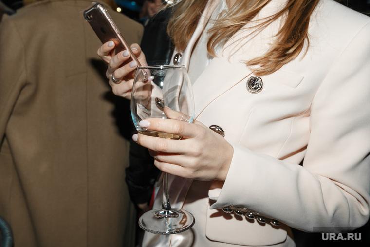 В России супруги не смогут проверять телефоны друг друга без разрешения