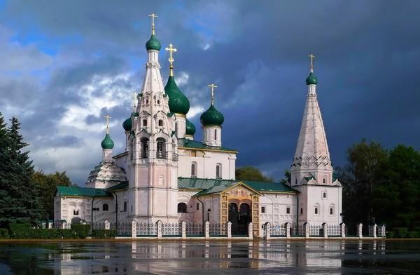 """За МКАДом жизни нет. """"Рашка» погрязла в отсталости, грязи и деградации.Смотрите, какая жуть творится в Ярославле."""