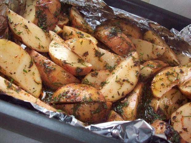 Как сделать картофель в фольге в духовке