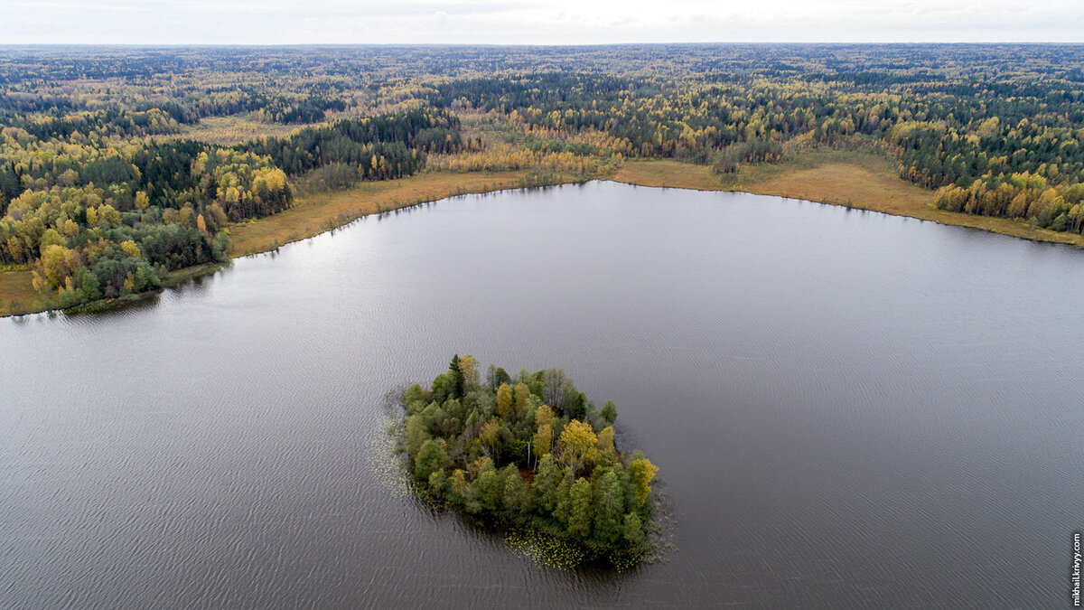 5. Остров на озере.