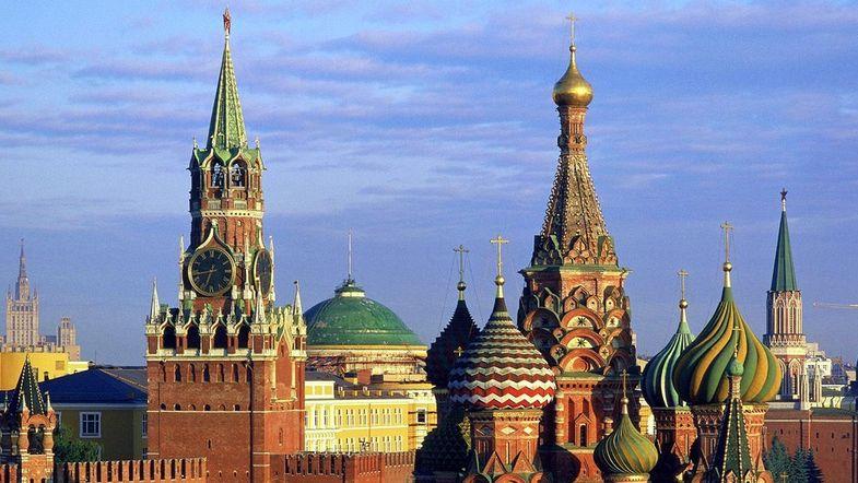 """""""Возвращаться не планирую"""". Почему тысячи украинцев ринулись за паспортами России"""