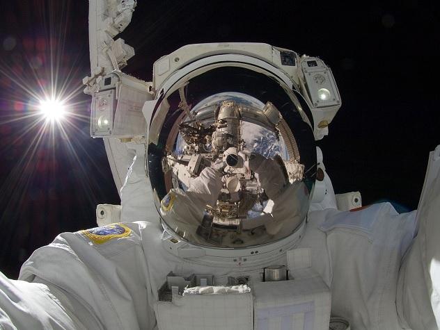 В какие мифы о космосе верят россияне и какую правду отрицают