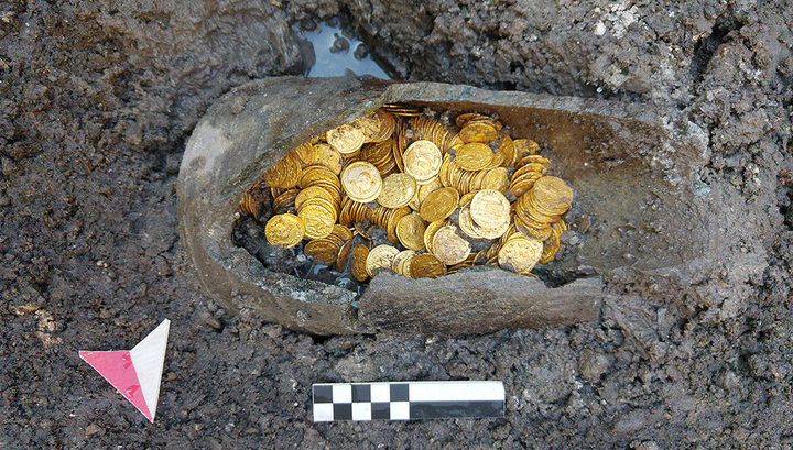 """Под старым театром в Италии нашли """"горшочек с золотом"""" на миллион евро"""