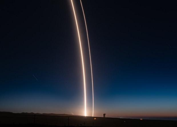 SpaceX впервые посадила перв…