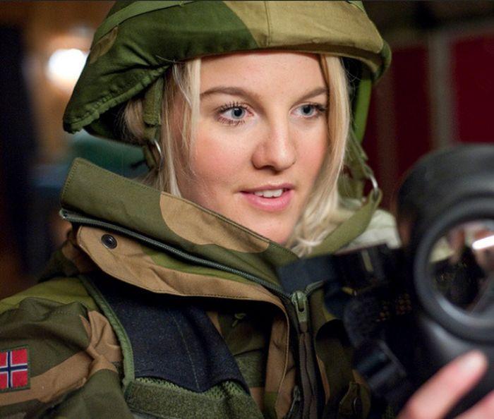 Женщины в армию Норвегии призываются наравне с мужчинами