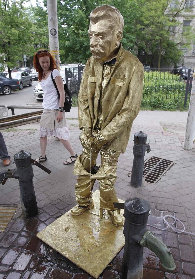 Stalin Ucraine 1 Писающий Сталин
