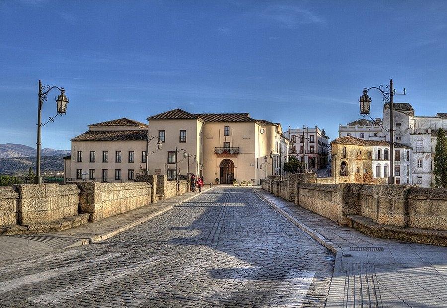 Испанский город Ронда словно парит в небесах