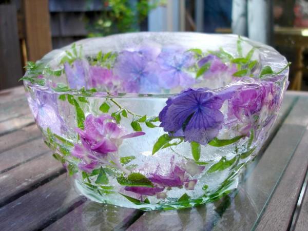 Красивой получается ваза с узором из васильков или петуний