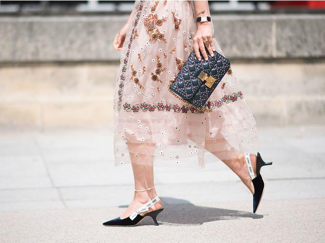 Браслет на ногу: зачем и как его носить