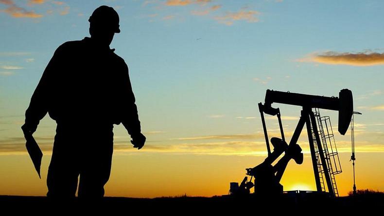 Кувейт присоединился к инициативе Саудовской Аравии и России продлить соглашения о сокращении добычи нефти на 2018 год