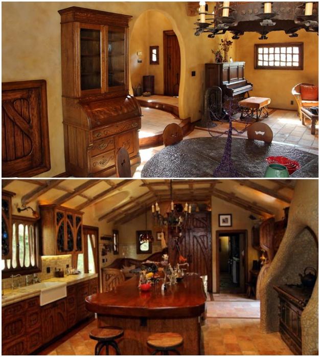 Кухня-столовая в «Ведьмином доме» теперь выглядит так (Беверли-Хиллз, Лос-Анджелес).
