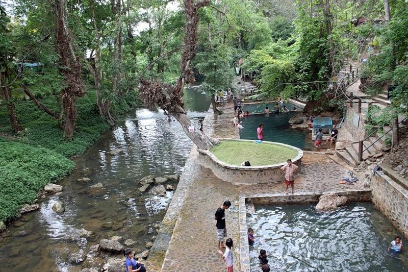 Радоновые источники. Их по пути на Квай несколько. Могут завести на любые. Обычно завозят на источники рядом с горной рекой. Нужно как в русской сказке окунуться сначала в один бассейн, потом во второй и, наконец, в третий. kwai, thailand, паттайя, река квай, тайланд