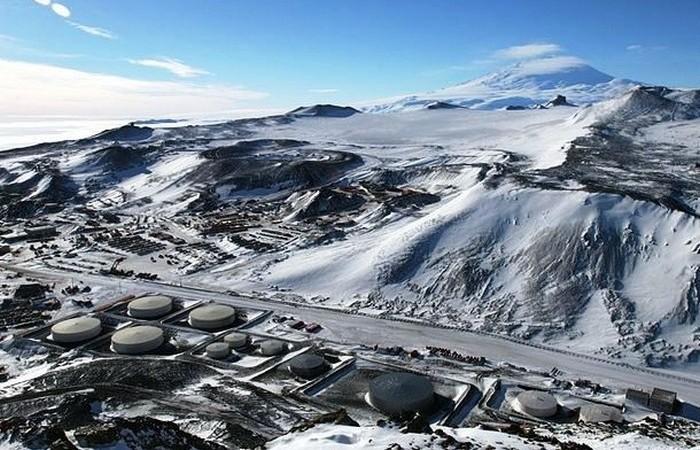 Станция Мак-Мердо в Антарктиде принадлежит США.