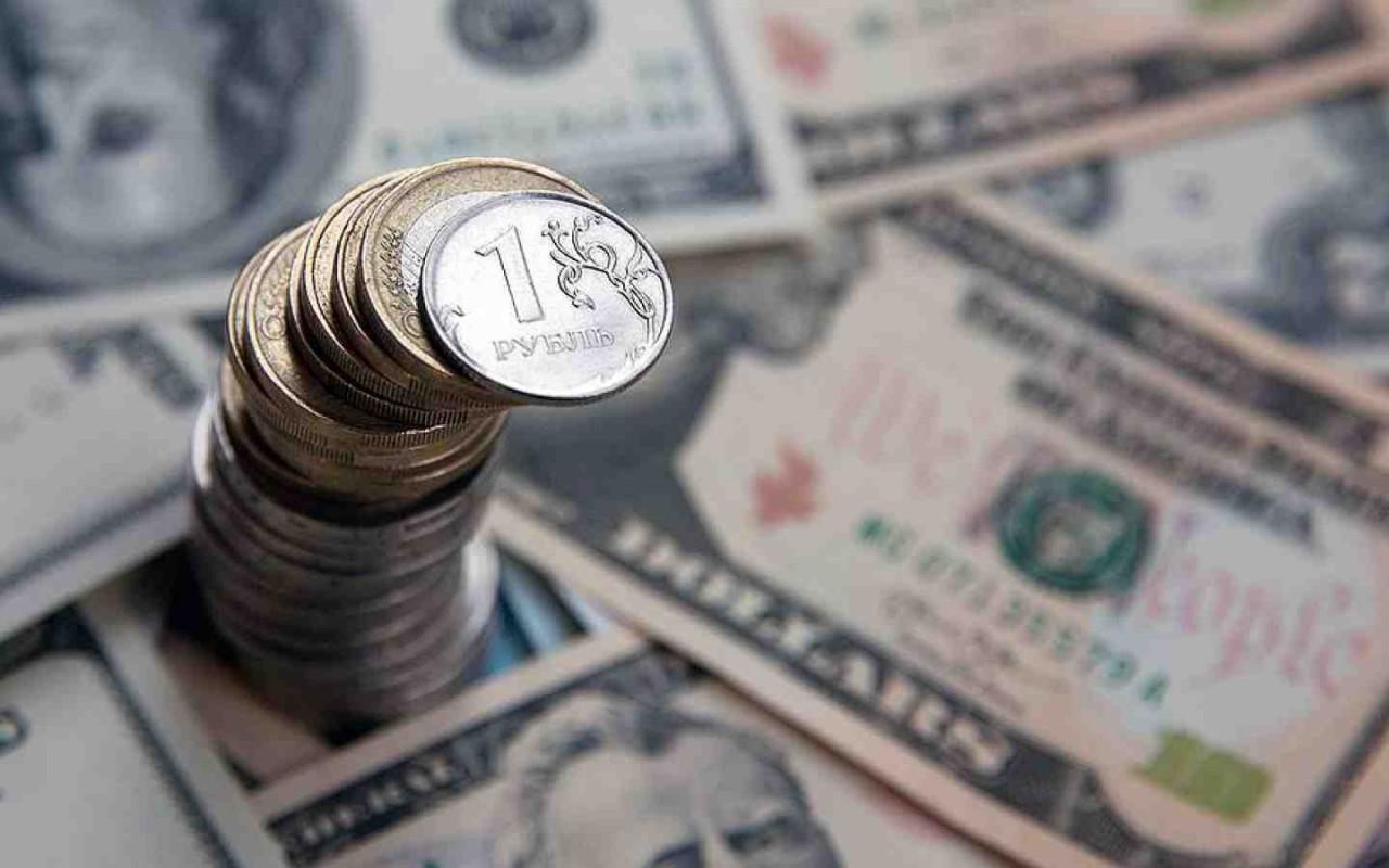 Курс доллара упал ниже 58 ру…