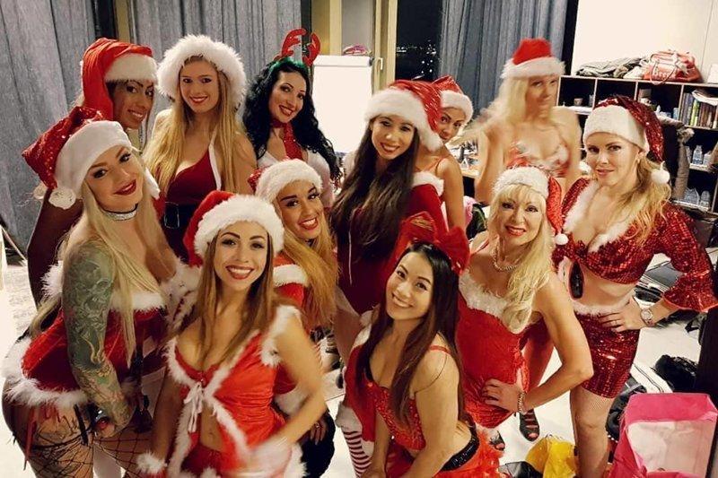Снегурочки, которые исполняют новогодние желания девушки, красотки, наступающий новый год, пожелания, снегурочки, юмор