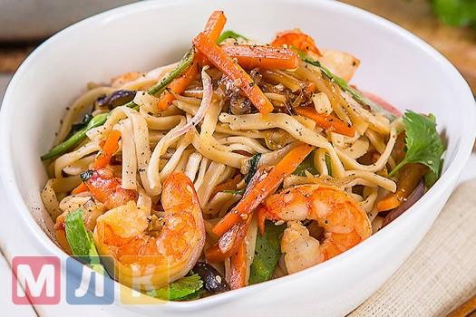 Стир фрай с креветками и рисовой лапшой - рецепт