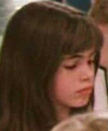 """Помните красивую школьницу из Космопорта в """"Гостье из будущего""""? Она выросла и стала знаменитой!"""