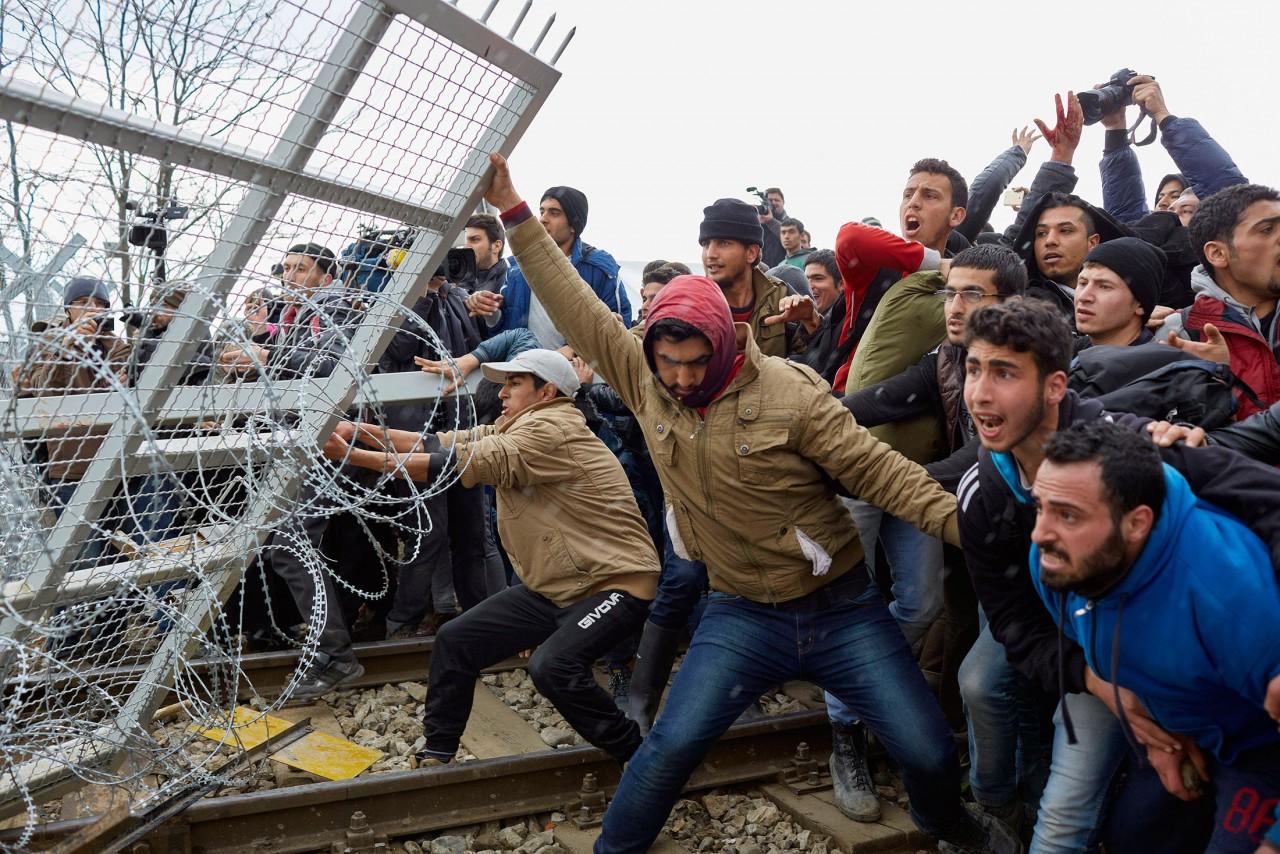 Европейский миграгедон: старушке угрожает новая армия, 20 000 боевиков у границ