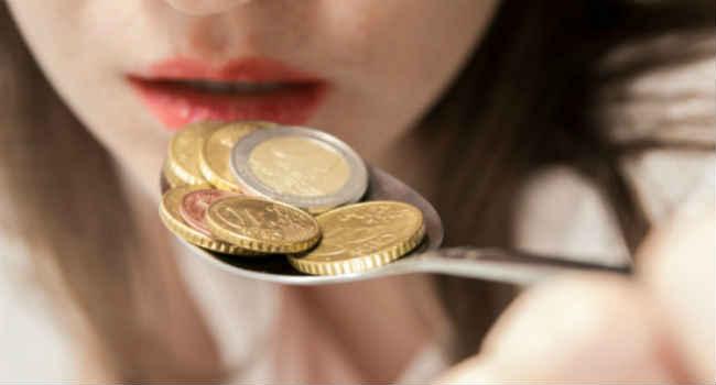 5 причин, по которым у вас металлический привкус во рту (и как его избежать)