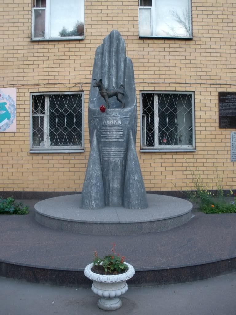Памятник собаке Лайке в Москве