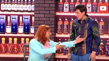 Русский турист пытается купить духи в Дьюти-Фри. Зал чуть не плакал от смеха!