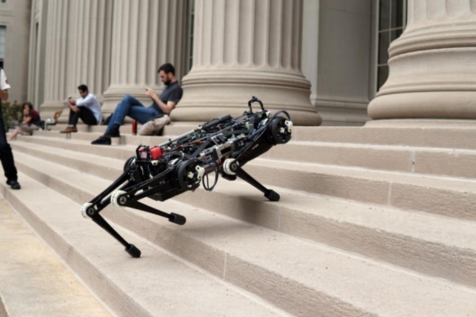Boston Dynamics показала нов…