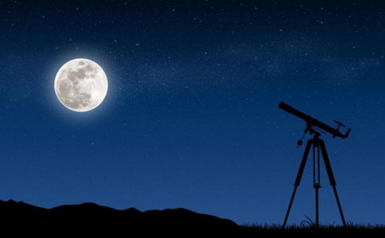 Первым, кто заметил на Луне …