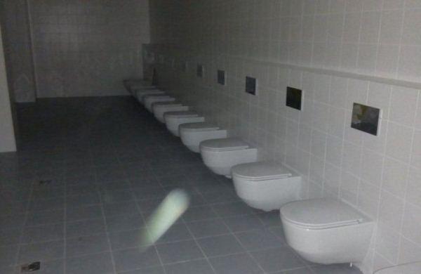 Сходить на брудершафт: Подрядчик «Волгоград Арены» объяснил отсутствие перегородок в туалетах на фото в соцсетях