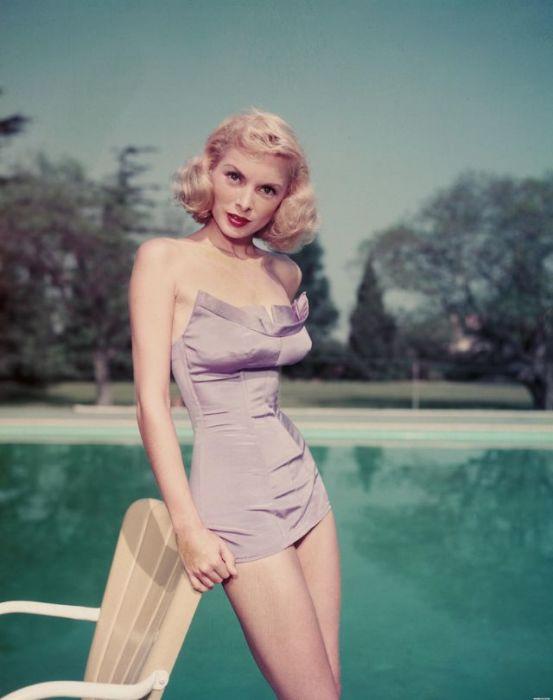 Хичкоковская блондинка Джанет Ли на фотографиях 1940-х и 1950-х годов