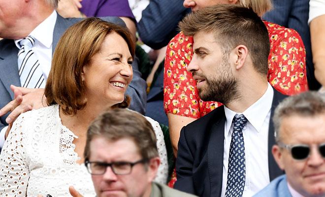 Неформальный разговор: мама Кейт Миддлтон и Жерар Пике на матче Уимблдона