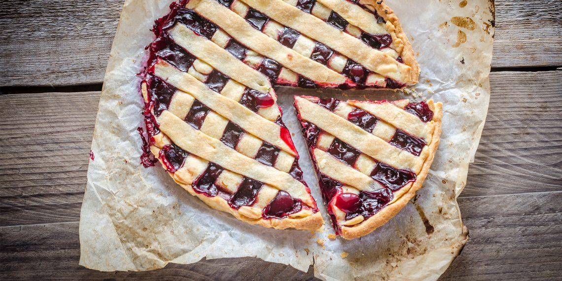 Картинки по запросу Как приготовить песочный пирог с вишней