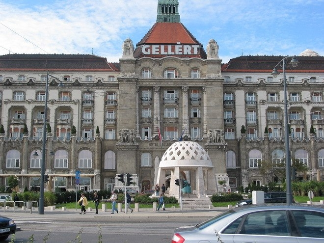 Купальня Геллерта в Будапеште