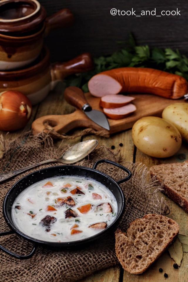 Фото к рецепту: Kartoffelsuppe (немецкий картофельный суп с жареными колбасками)