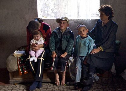 МИНТРУД: СЕМЬИ С ДЕТЬМИ СОСТАВЛЯЮТ БОЛЬШИНСТВО БЕДНЫХ В РОССИИ