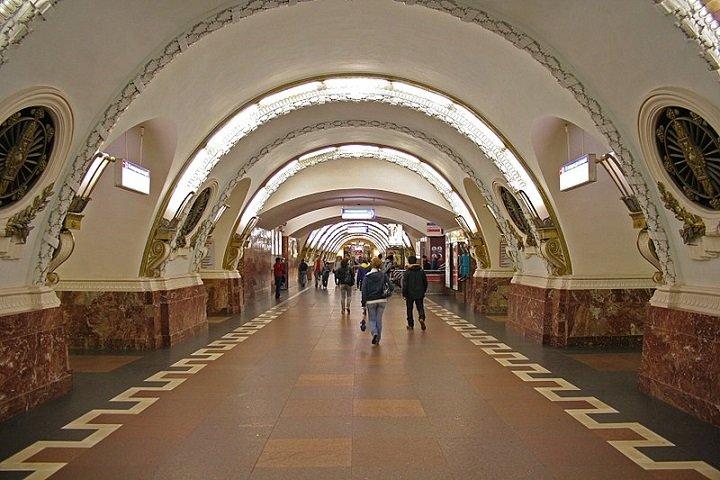 Гадалок и торговцев в петербургском метро будут штрафовать