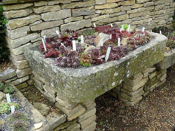 Садовый декор из камня и гальки фото
