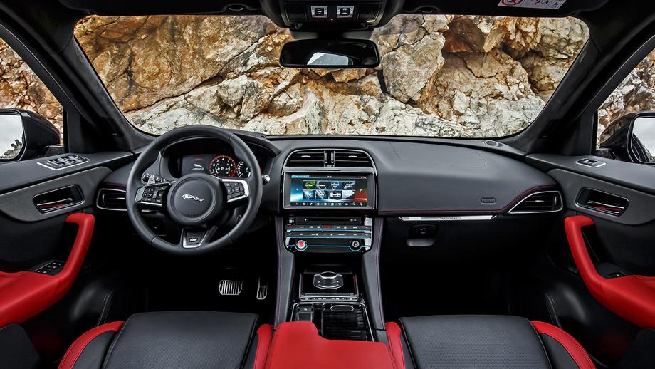 Военному строителю напомнили о черном Jaguar с красным салоном