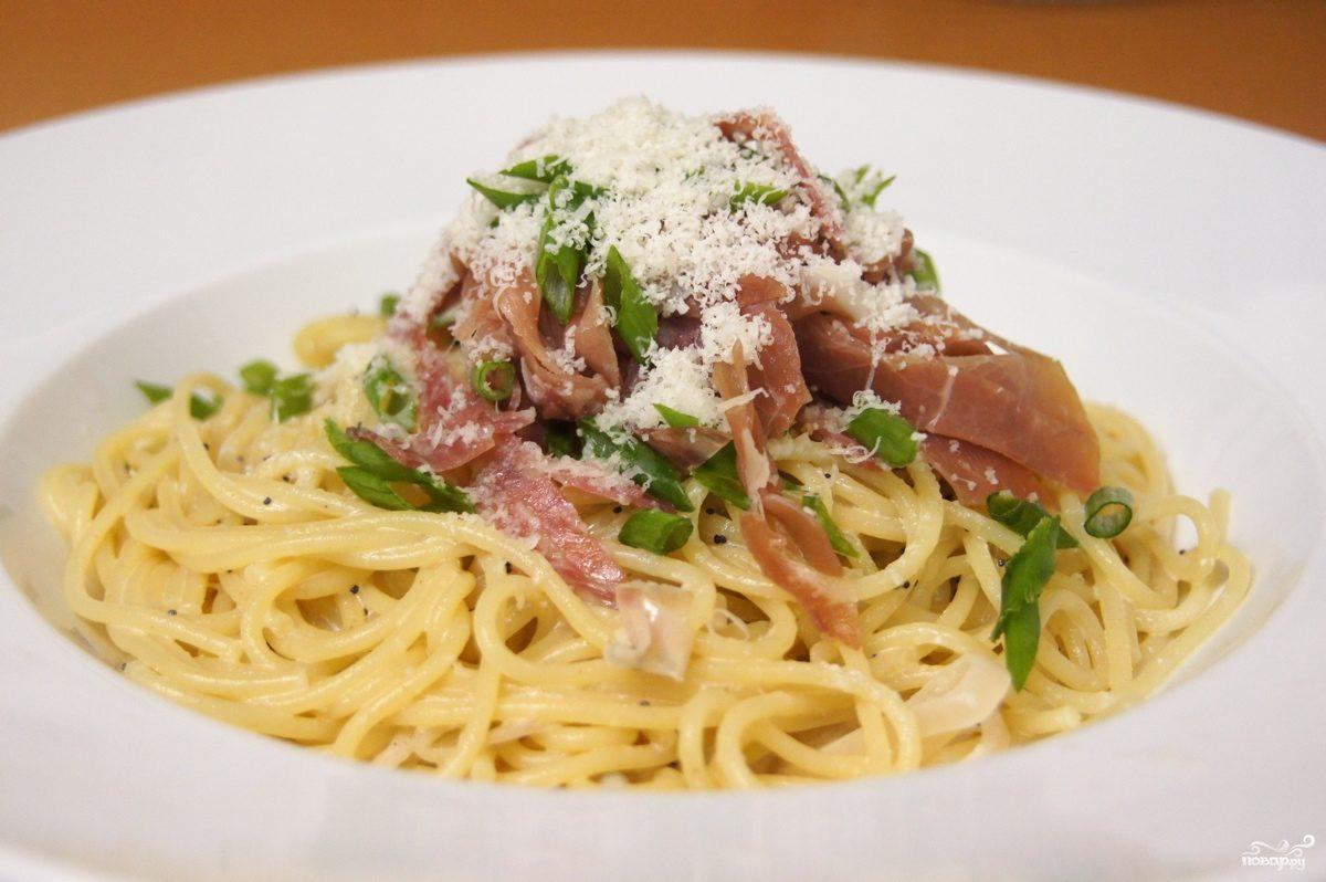 Спагетти с копченостями