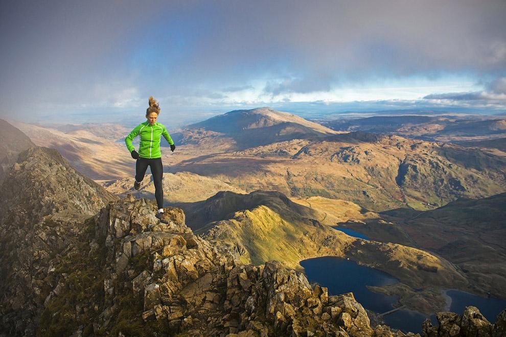 Бегущая по горам в Северном Уэльсе