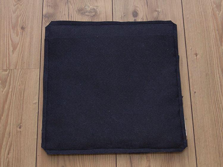 Оригинальная подушка из войлока и искусственной кожи