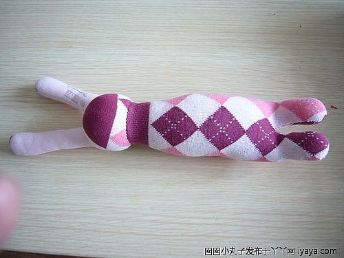игрушки из носков. куколка и зайчик (5) (500x375, 88Kb)