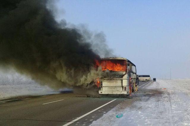 Узбекистан назвал возможные причины возгорания автобуса в Казахстане