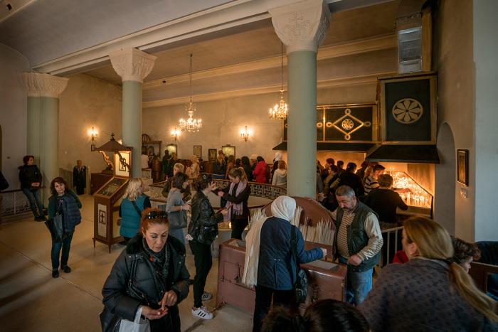 В церкви очень многолюдно каждого первого числа нового месяца. / Фото: www.wiki.orthodoxographia.com